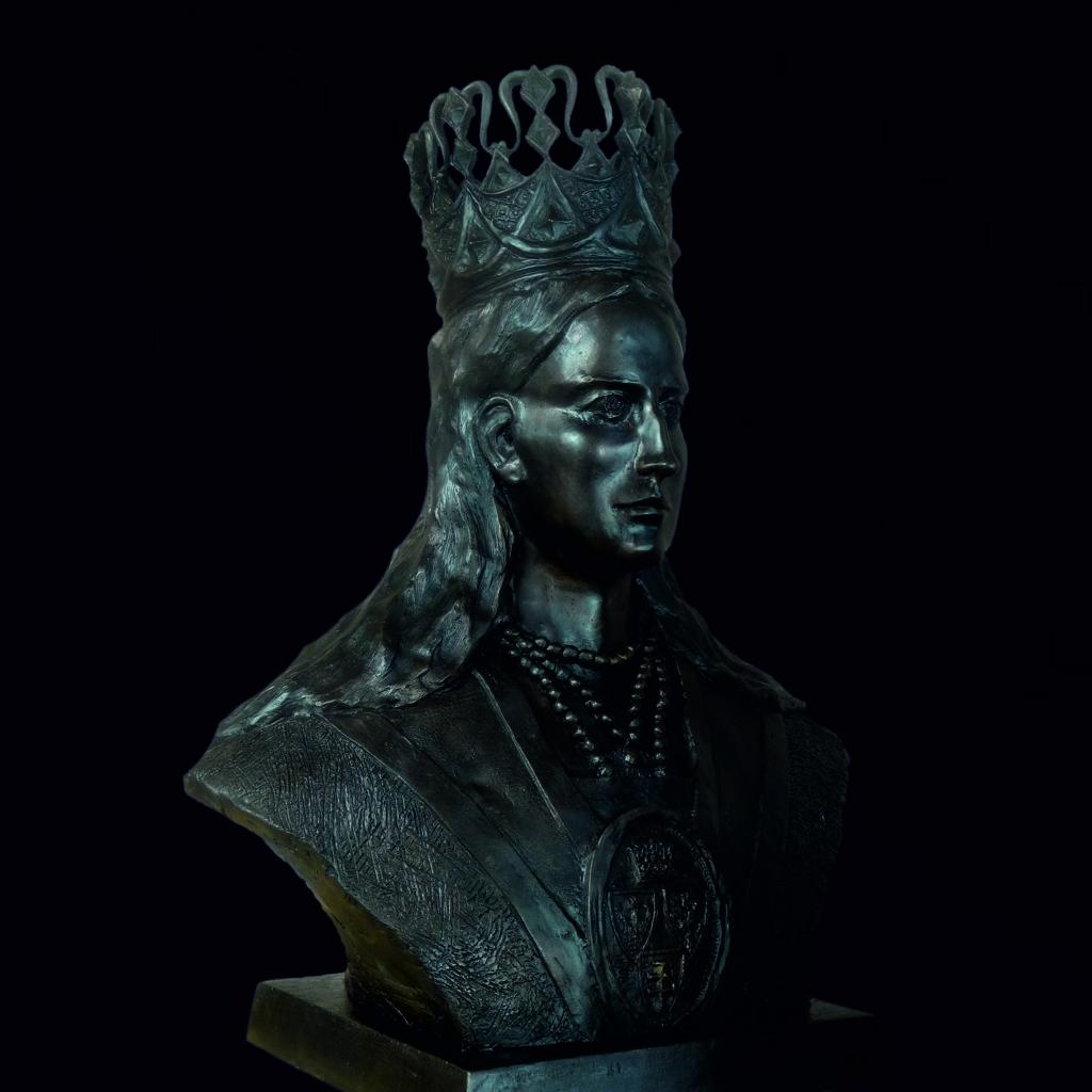 Popiersie królowej Jadwigi Andegaweńskiej